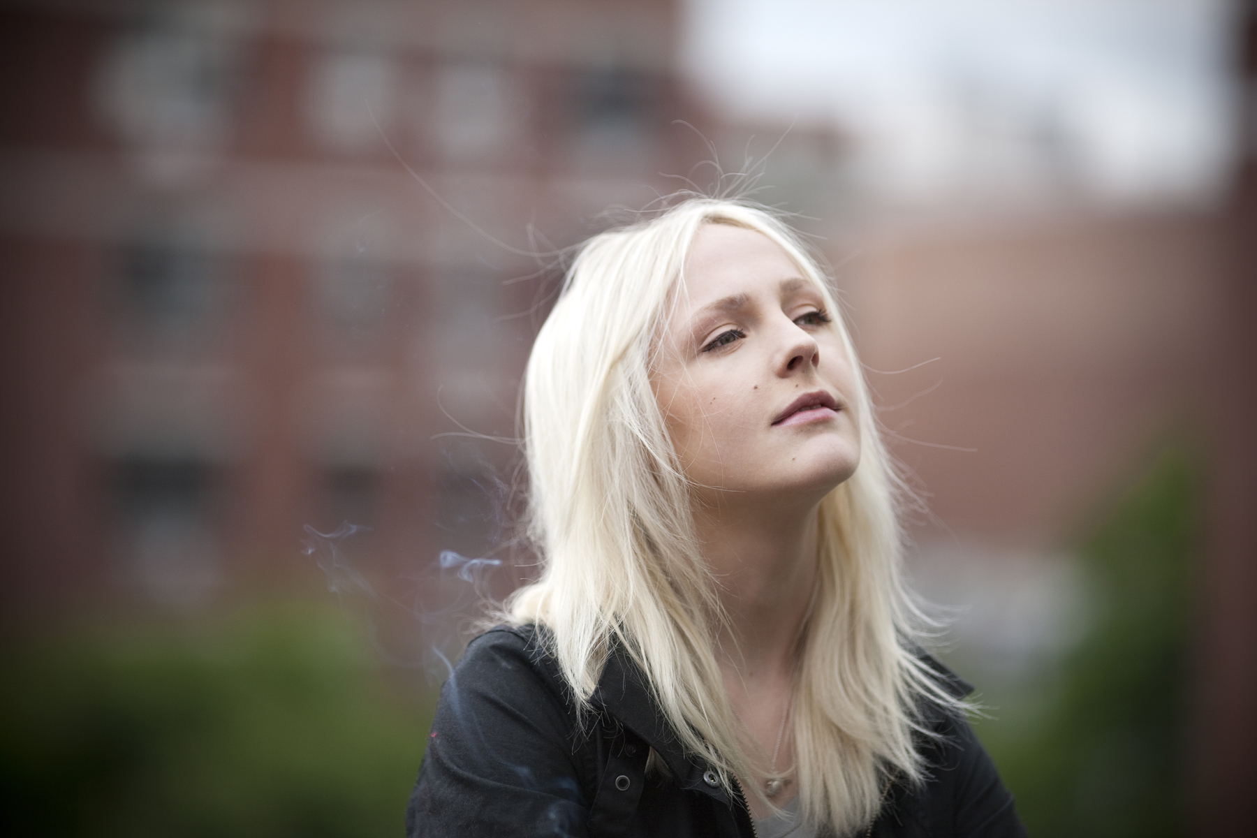 Laura Marling  - 2018 Regular blond hair & alternative hair style.